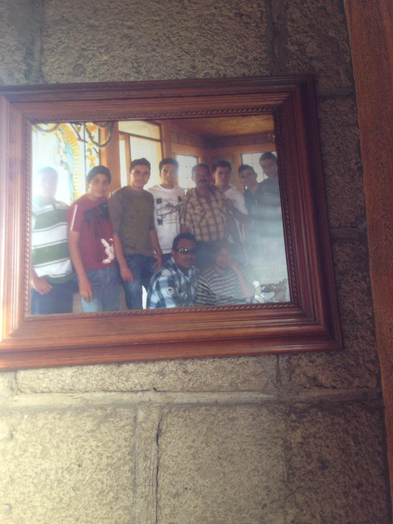 Jajaja lo q me encontré en un restaurante aquí en la carretera @PrimoGallo bien chiquillo http://t.co/N9T37fyucT