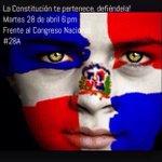 """""""@AvanceConLeonel: Una Constitución y una vela en las manos frente al Palacio del Congreso Nacional... 6:00 pm. #A28 http://t.co/OdxJHy9Wng"""""""