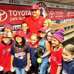 Every day Mike Trout makes time for his fans ???? #Angels #MVP @Trouty20 http://t.co/OzX6mvliRx