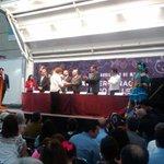 @MargoGlantz recibe el reconocimiento Compromiso con las Letras #FeNaL2015 del presidente municipal @O_Villasana http://t.co/TYDhIkNLI3
