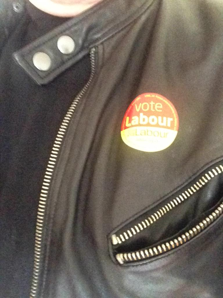 Vote labour selfie http://t.co/YgbhrvQmBL