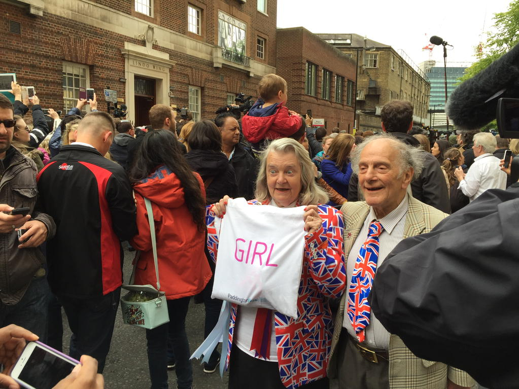 It's a...girl!! Fans thrilled with the news here at the #Lindowing @GMB http://t.co/ONvopTJemm
