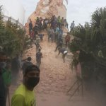 this ninth-storey dharahara is comletely destroyed. around 400 are suspected to be biried. #earthquake #kathmandu http://t.co/bOF2qoAq62