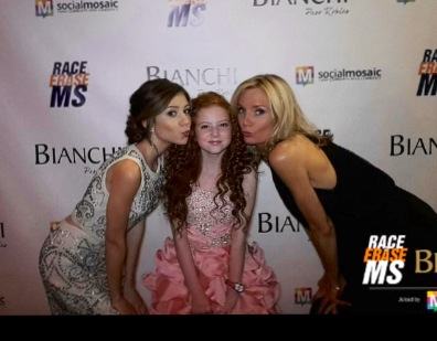 Last #EraseMS photo of night: @G_Hannelius & I lovin on our lil pet @ImTheFrancescaC #DWAB girlies #FunNight http://t.co/FHjHgn2xHG