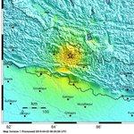 Magnitude 7.5 earthquake hits Nepal: http://t.co/9NMkrWcYDg