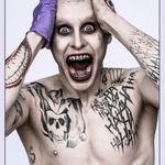 Так вот ты какой: официальный промо-кадр «Отряда самоубийц» с Джаредом Лето в образе Джокера http://t.co/vYuffNLNd0 http://t.co/x2s2z2z7BP