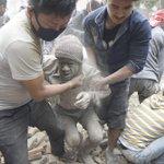 Y el drama se agranda: rozan los 700 los muertos ya por el terremoto de Nepal http://t.co/RhI1Sh95Oq http://t.co/9v2i8YSMA6