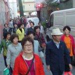 #badalona . Un grup de japonesos van disfrutar de la Fira d Sant Jordi 2015. Algo estem fent be oi ?? http://t.co/YiwqgRVFiV