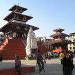 El antes y el después de la plaza de Katmandú en #Nepal después del terremoto @SkyAlertMx @alexmaec #TerremotoNepal http://t.co/su0tCXgacW