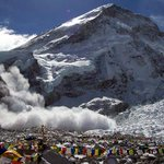 #Nepalquake #Nepal Avalanche on everest south side, climbers went missing. http://t.co/pbHrAiFdvq
