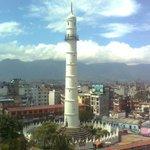 FOTO: Colapsa histórica Torre Bhimsen tras el #terremoto de 7,9 en #Nepal http://t.co/licy3Tqys4 http://t.co/PMQXyHCQfC ... Drama población