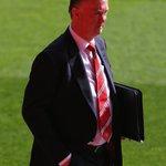 """""""We have offered him a lot of money"""" Louis van Gaal on #MUFCs @D_DeGea http://t.co/S1fsrrKOAW http://t.co/vOHrKBb4n8"""