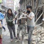 Un seísmo de 7,5 grados en la escala de Richter sacude Nepal http://t.co/2D4TEgc4H8 http://t.co/Vs1Cev7j74