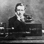 """""""@gravitazeroeu: #25aprile Nasce Guglielmo Marconi, padre delle radiocomunicazioni http://t.co/MvSRZtLxMh http://t.co/VobeFKT8Oe"""""""