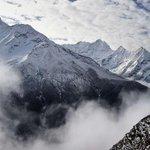 #Nepal Varios muertos al pie del Everest y dos españoles que iban a ascender al Lhotse, ilesos http://t.co/yxDAHsmQRV http://t.co/cAexkbx6nN