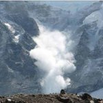 Massive Nepal earthquake triggers huge avalanche on Mount Everest; 30 injured | http://t.co/aPckWzhVvo http://t.co/hIGlUTFMbs