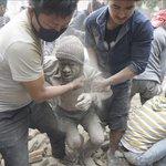 Actualización: Aumenta a 449 el balance oficial de muertos por el seísmo en Nepal http://t.co/ChHfHORMDc http://t.co/pi4WLo6VwS