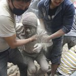 A massive quake hits Kathmandu, toppling monuments. Reports of deaths are starting to arrive http://t.co/7Pu5i6xbA5 http://t.co/34zE29HbEJ