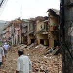Decenas de muertos y devastación tras un poderoso terremoto de magnitud 7,9 en Nepal http://t.co/YMd7MdsmP0 http://t.co/Tb4yYtGNiO