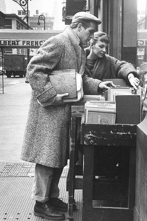 RT @HistoryInPics: Paul Newman and Joanne Woodward shopping in Paris, 1959. Photograph by Gordon Parks. http://t.co/zpklVWC7Is