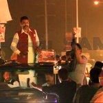 #Pakistan: #SaadRafique says #PTI gunmen shot 9 #PMLN workers #CantonmentBoardElections Watch: http://t.co/tdDoku5G0C http://t.co/DwMbWHmVZs