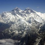 At least 8 dead in massive avalanche on Mount Everest after #Nepal earthquake http://t.co/ANiX3TqJ7h http://t.co/xt4yVyKhF8