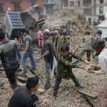 Actualización: El terremoto de 7,9 grados en Nepal deja ya al menos 788 muertos http://t.co/x7z8JiLDfA