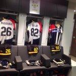 Dagli spogliatoi dello #StadioFriuli le maglie splittate dei friulani per #UdineseMilan #DaciaSponsorDay http://t.co/LZ3Hg7YqTE
