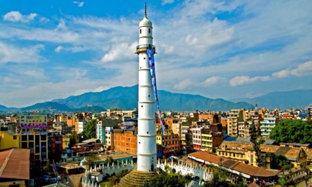 Lo del terremoto Nepal es devastador, la torre Dharahar, patrimonio de la humanidad también está en el suelo http://t.co/D4ACawsJbS
