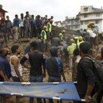 RT @Mundo_ECpe: Los videos del devastador #terremoto de 7,9 grados en #Nepal http://t.co/pQEoMqDXka http://t.co/BES1H9alzm