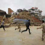 ???? RT @vicenews: Videos show huge tremors and utter devastation after earthquake in Nepal: http://t.co/PgCENlClXO http://t.co/p8rRpIuJR8
