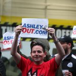 Newcastle United fans stage protest against Mike Ashley outside Sports Direct http://t.co/EQxMLeaxQ1 #NUFC http://t.co/JbUTB6hTJ9