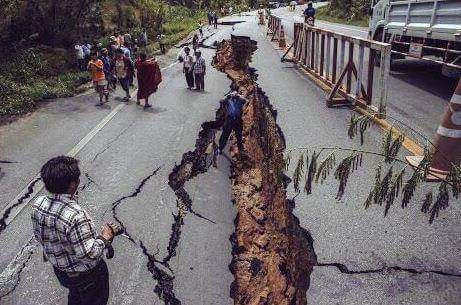 Some pictures of the devastation in #Nepal courtesy of The Darjeeling Chronicle http://t.co/n9VuEiWBNd http://t.co/Go4XDVEfIO