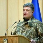Пётр Порошенко наградил орденом командира батальона, который выводил войска из-под Дебальцева http://t.co/UVsL5BNSqQ http://t.co/tEFivQS9Ma
