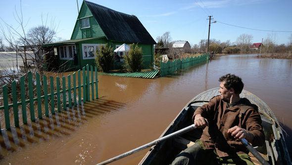 в деревне у всех есть лодки