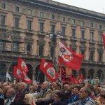 A #Milano festa in Piazza del Duomo. Commovente risposta di popolo per la #Liberazione #Resistenza #Costituzione #Sel http://t.co/ZzsYS9UHSP