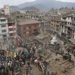 Un terremoto de gran magnitud sacude Nepal y deja cientos de muertos http://t.co/qwNzn7PAjg http://t.co/c4LbSyEB3P
