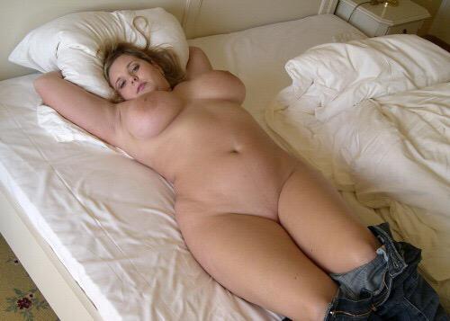 Полные русские женщины голые в постели фото