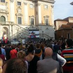Una bellissima piazza piena di emozione. Sì, questa è davvero #lastoriapiubella #ilcoraggiodi @70esimo http://t.co/6S1KLSqxMA