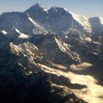 Varios alpinistas muertos en el #Everest por las avalanchas que causó el terremoto de Nepal http://t.co/XvlHxiyUrQ http://t.co/zFxaE40kEB