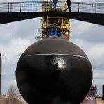 Спуск на воду подводной лодки «Краснодар» в Санкт-Петербурге. Фото: Игорь Руссак http://t.co/u8UEzLeeOs