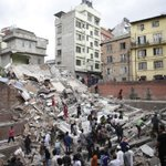 Over 1,000 people killed in Nepal earthquake across four countries and Mount Everest avalanche http://t.co/HuLzMeQS57 http://t.co/7Dye6t1a9E