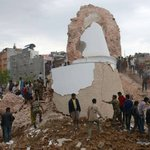 Over 1,000 people killed across 4 countries in Nepal earthquake. http://t.co/HuLzMeQS57 http://t.co/uM7PyHNKft