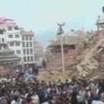 Землетрясение в Непале: рухнувшая башня похоронила десятки туристов http://t.co/0nJ14ToNM7 http://t.co/mOg9OivZgX