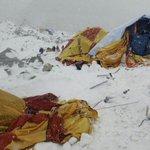 """Testigos del alud en campo base del #Everest """"La cima se convirtió en un infierno"""". #NepalEarthquake #TerremotoNepal http://t.co/MwWgg7YbwG"""