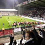 Supporters @official_rafc wuiven spelers van failliet @RAEC_Mons uit. #respect #youllneverwalkalone. http://t.co/NA5ldr3f6u