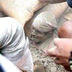 Число жертв землетрясения в Непале увеличилось до 1805 человек http://t.co/TWDyx7JkJz Фото: The Telegraph/Twitter http://t.co/KunjSCy6xF
