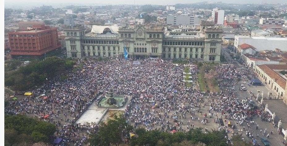 De esta manera luce la Plaza de la Constitución por #MarchaPacifica http://t.co/vIInFIMvKm