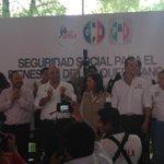 Esto es el futuro de Queretaro #LoyolaGobernador #PozoPresidente  bienvenida @Cristina_Diaz_S esta es su casa! http://t.co/pD3K27zHk3