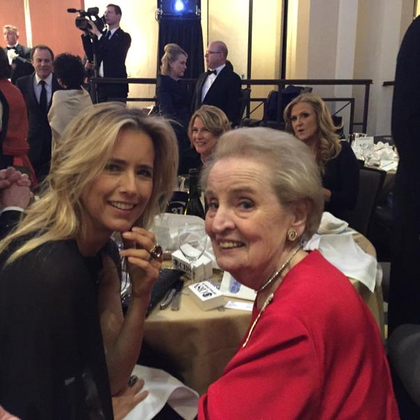 Tea Leoni and Madeleine Albright seated together at #whcd http://t.co/W6yXXd56Sn